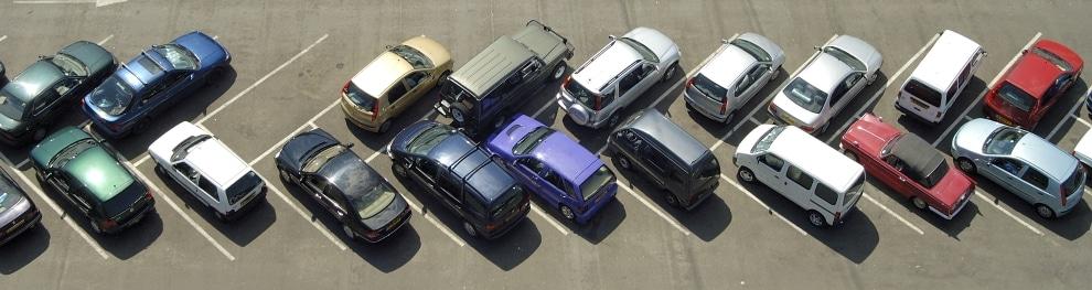 Strafzettel in Deutschland – Ein falsch geparktes Auto kann teuer werden