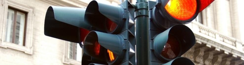Rote Ampel überfahren: Durch einen Einspruch Sanktionen abwenden