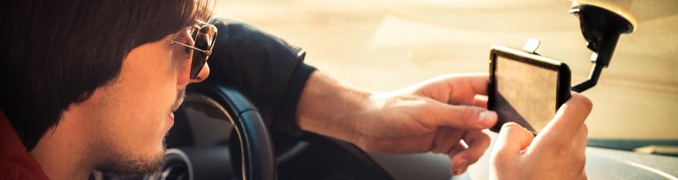 Ist eine Sonnenbrille zum Autofahren erlaubt?