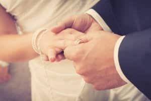 Möchten Sie eine Hochzeitskutsche mieten, sollten Sie sich frühzeitig um die Organisation kümmern.