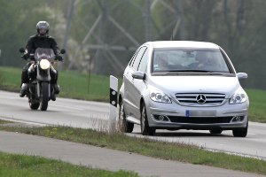 Die Höchstgeschwindigkeit auf der Landstraße ist vom Kfz abhängig.
