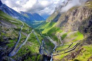 Auf Bergstraßen wie den Trollstigen ist selbst die offizielle Höchstgeschwindigkeit von Norwegen kaum zu fahren.