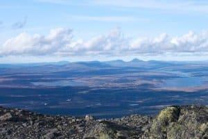Viele Reisende suchen die unberührte Natur Lapplands. Welche Höchstgeschwindigkeit ist in Schweden bei der Anreise zu beachten?