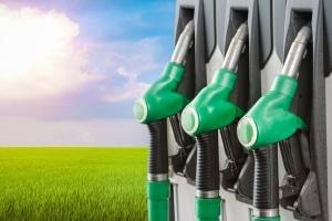 Das Umweltbundesamt sieht höhere Spritpreise als notwendig an, um die Klimaziele für 2030 zu erreichen.