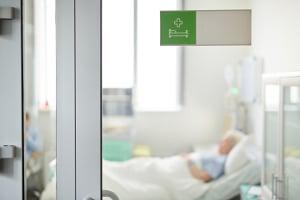 Es gibt kein eigenes Hygieneschutzgesetz für Krankenhäuser, wohl aber Hygiene-Empfehlungen des RKI.