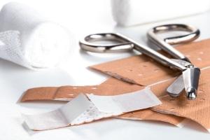 Die Hygienetipps für den Alltag sehen unter anderem auch die Behandlung von Verletzungen vor.