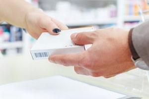 Ibuprofen beim Autofahren: Bei der 400-mg-Dosierung weist der Beipackzettel auf mögliche Beeinträchtigungen hin.