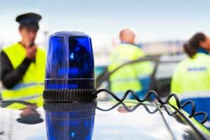 Ist es illegal, mit Blaulicht zu fahren, wenn Sie in einem Zivilfahrzeug sitzen?