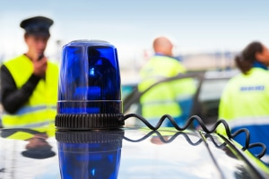 Ist es illegal, mit Blaulicht zu fahren, wenn Sie eine Privatperson sind?