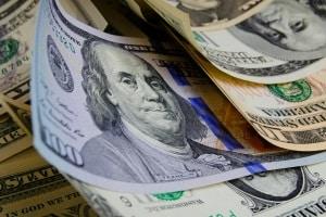 Internationaler Führerschein für die USA: Die Kosten belaufen sich üblicherweise auf höchstens 20,00 Euro.