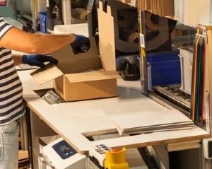 Internetbestellung: Der Zoll kann Pakete bis zu Zahlung der fälligen Abgaben einbehalten.