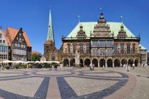 Welche Aufgaben übernimmt die Internetwache in Bremen?
