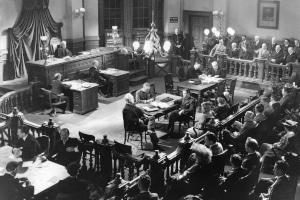 Spätestens im Rechtsreferendariat stehen Juristen regelmäßig im Gerichtssaal.