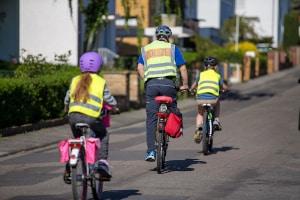 Besser kein Radfahrverbot für Grundschüler: Kinder lernen Regeln und umsichtiges Radfahren nur durch ständiges Üben.