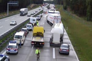 Feuerwehr erstattet Anzeige gegen Autofahrer, die keine Rettungsgasse gebildet haben