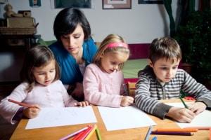 Im Ausland besteht meist keine Schulpflicht sondern eine Bildungspflicht, die auch als Heimunterrichterfolgen kann.