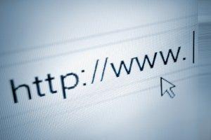 Kennzeichen prüfen: Zu sehen, ob es frei ist, ohne eine Reservierung abzuschließen, ist meist über das Internet möglich.