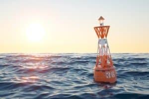 Die Pflicht zur Kennzeichnung gibt es für Sportboote auf Seeschifffahrtsstraßen nicht.