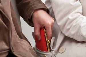 Haben Sie Ihren Kfz-Schein und -Brief durch Diebstahl verloren, sollten Sie umgehend Anzeige erstatten