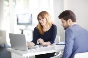 Kfz-Versicherung ummelden bei Besitzerwechsel: Diese Aufgabe übernimmt in der Regel die Zulassungsstelle.