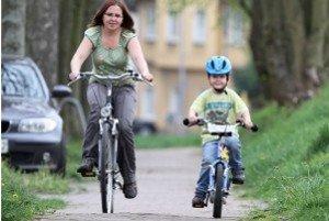 Ein Kinderfahrrad ist besonders verkehrssicher, wenn es die richtige Größe für das Kind hat.