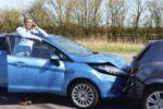 Kollisionen zweier Fahrzeuge sind eine typische Ursache von Nackenschmerzen nach einem Unfall.