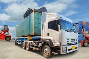 Kombinierter Verkehr: Gütertransport muss nicht nur per Lkw erfolgen.