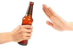 Kontrolliert Trinken oder Abstinenz? Auf die Umstände kommt es an.
