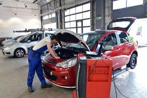 Einen Kostenvoranschlag für die Reparatur von Ihrem Auto kann eine Werkstatt erstellen.