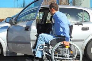 Anders als beim PKW wird für einen Krankenfahrstuhl kein Führerschein benötigt.