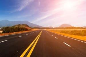 KTM X-Bow fahren: Das können Sie im Straßenverkehr oder auf echten Rennstrecken genießen.