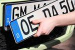 Anders als ein normales Autokennzeichen darf das Kurzzeitkennzeichen nur für bestimmte Fahrten verwendet werden.