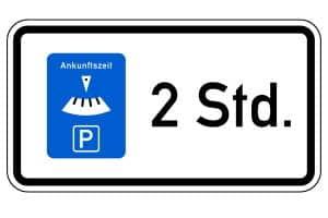 Kurzzeitparkplatz: Die StVO schreibt durch Schilder höchstens eine maximale Parkdauer und Parkscheiben vor.