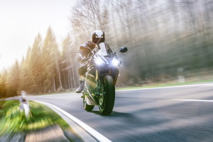 """In Frankreich soll der Lärm-Radar """"Méduse"""" bald zu laute Motorräder und Autos überführen."""