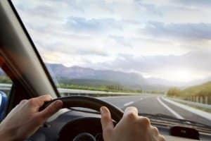 Auf der Landstraße gilt in der Regel die Geschwindigkeitsbegrenzung außerorts.