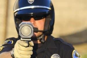 Laser-Blitzer dienen der Geschwindigkeitsmessung.