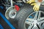Laufrichtung: Reifen falsch herum zu montieren, beeinträchtigt deren Haftung.