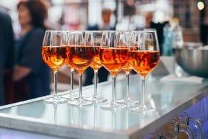 Erhöhe Leberwerte wegen Alkohol? Diese senken sich wieder, wenn Sie abstinent bleiben.