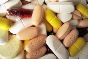 Entgegen ihres Namens sind Legal Highs ebenso gefährlich wie andere Drogen, z. B. MDMA oder Kokain.