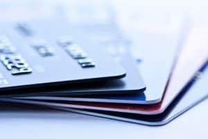 Wer einen Leihwagen in Irland mieten will, benötigt dafür in der Regel eine Kreditkarte.