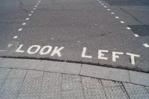 Bei ungewohntem Linksverkehr müssen auch Fußgänger aufpassen.