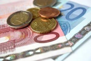 Eine Lkw-Fahrerkarte bringt normalerweise Kosten in Höhe von 30 bis 41 Euro mit sich.