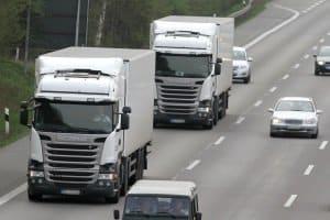 Müssen LKW eine Geschwindigkeit auf der Autobahn einhalten?