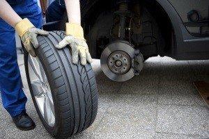 LKW-Reifen müssen regelmäßig auf ihren Zustand überprüft