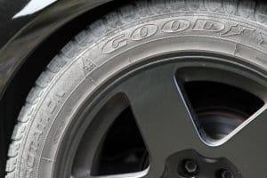 Auch im Winter können LKW mit Reifen, die gebraucht sind, fahren.