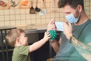 Gilt die Corona-bedingte Maskenpflicht für Kinder und Erwachsene gleichermaßen?