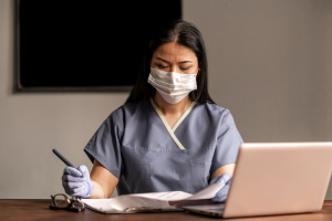 Maskenpflicht: Wie lange sie gültig ist, bestimmen die entsprechenden Verordnungen.