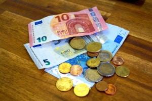 Maut in Spanien: Die Kosten können Sie bar, per Karte oder On-Board-Box bezahlen.