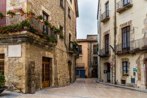 Eine Maut fällt in Spanien nur auf bestimmten Straßen an.