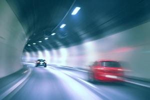 Für einige Brücken und Tunnel müssen Mautgebühren in England bezahlt werden.